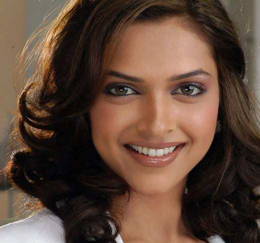 Top 10 Colgate Smiles in Bollywood - WeTellYouHow