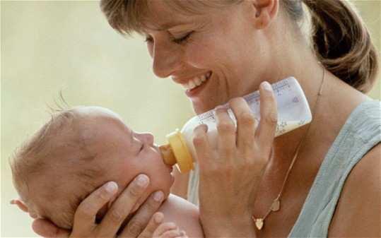 women-feeding-milk-to-baby-by-bottle