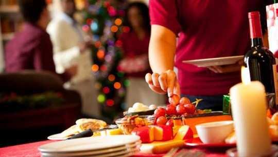 eating-fruits-at-party