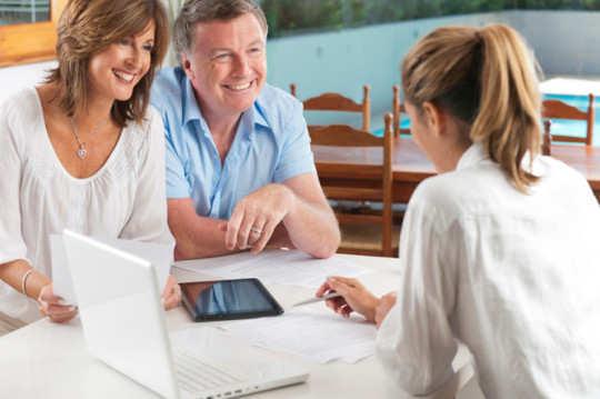 female-life-insurance-agent