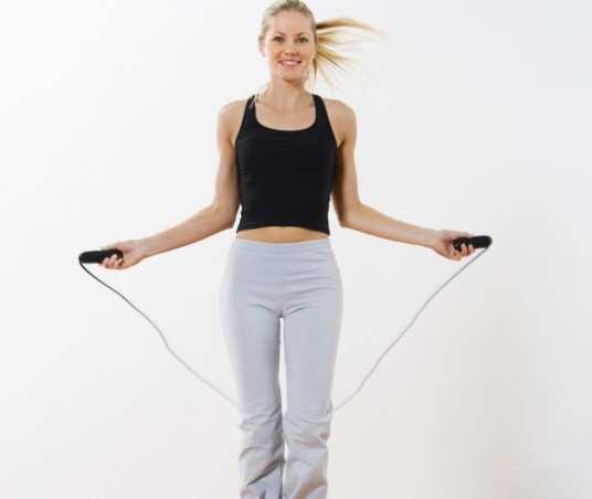 women-jump-rope