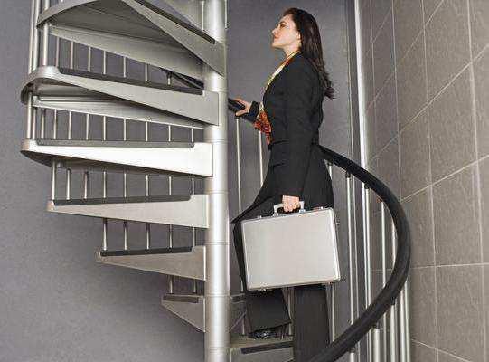 women-stairs