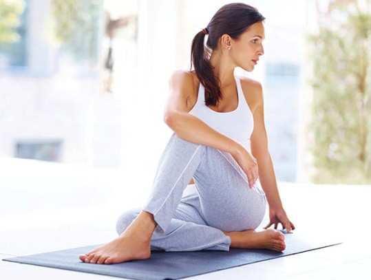 yoga-doing-women
