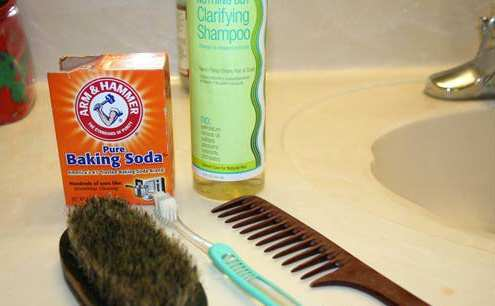 baking-soda-for-comb-cleaning