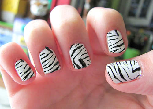 black-and-white-zebra-nail-art