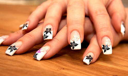 black-white-flowers-nail-art