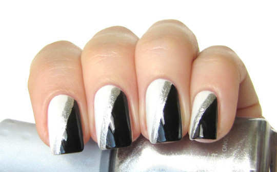 black_and_white_nails
