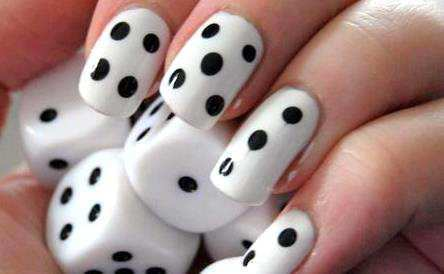 dice-effect-nail-art