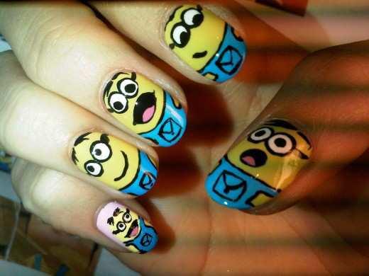 funny-smileys-nail-art