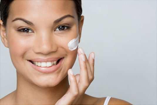 girl-apply-Cream