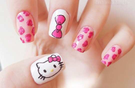 hello-kitty-nail-art