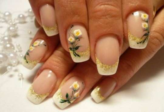 white-lilly-french-nails