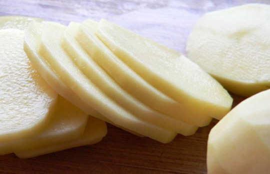 eye-care-raw-potato
