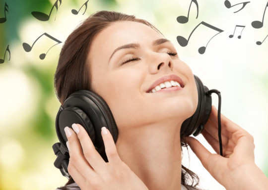 happy-girl-listening-music