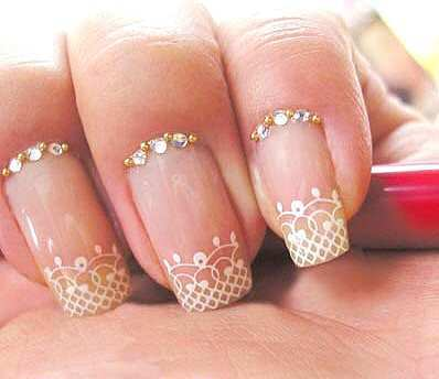 lace-nails-gold