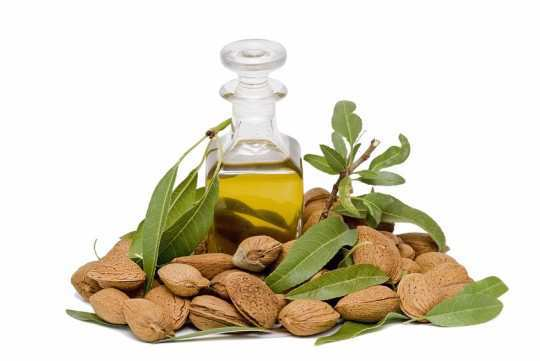 nose-black-heads-almond-oil