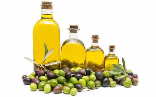 stretch-marks-home-remedies-olive-oil
