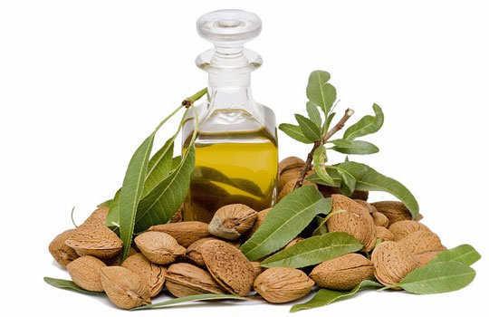 eyelashes-home-remedies-almond-oil