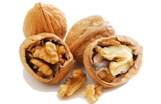 leg-cramp-home-remedies-walnuts