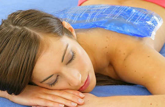 lower-back-pain-home-remedies-ice-massage