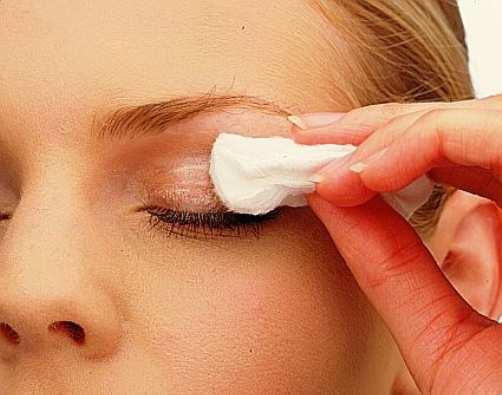 remove-eye-makeup