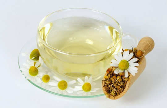 skin-blemishes-home-remedies-chamomile-tea-lemon-juice
