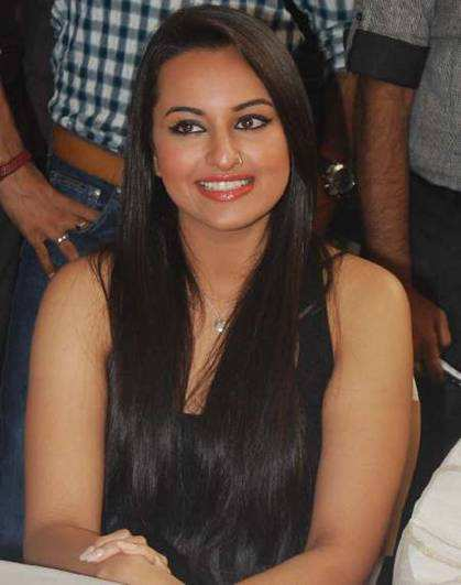 sonakshi-loose-and-long-hairstyles