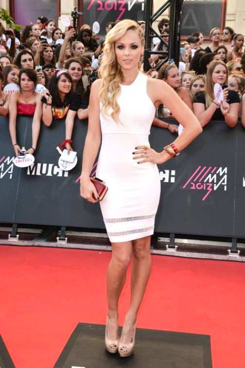 Laura-Vandervoort-bodycon-dress