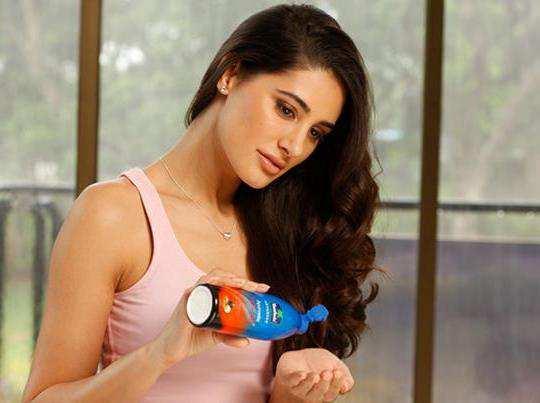 girl-applying-Hair-Oil