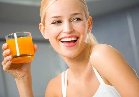 girl-drinking-juice