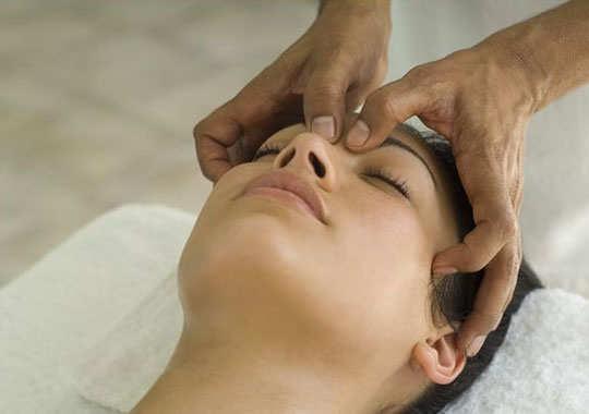 sinus-headache-home-remedies-eye-socket-massage