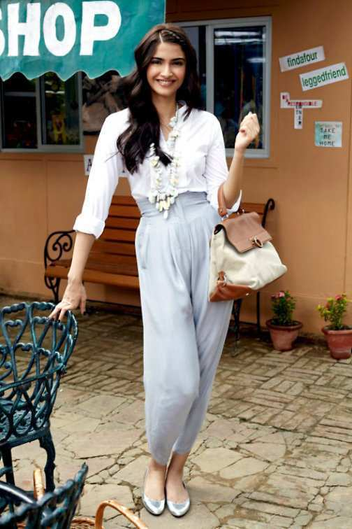 Sonam-Kapoor-In-Stylish-Dress