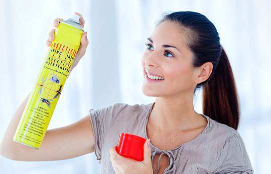 woman-with-bed-bug-spray