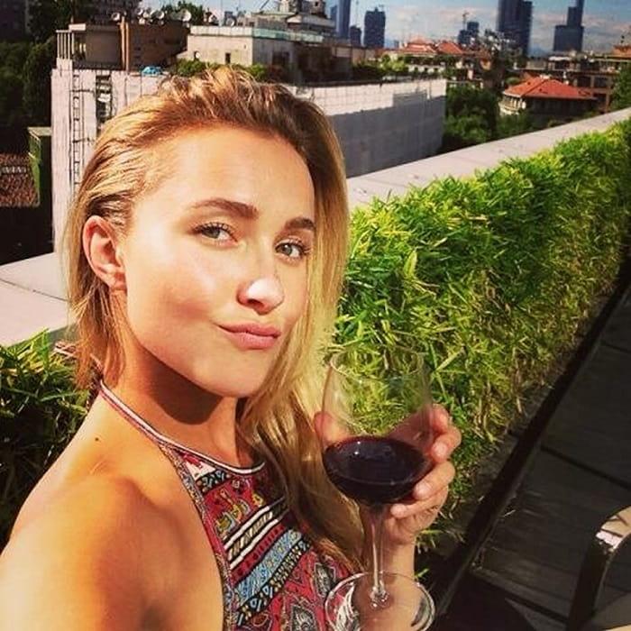 Hayden Panettiere's selfie picture