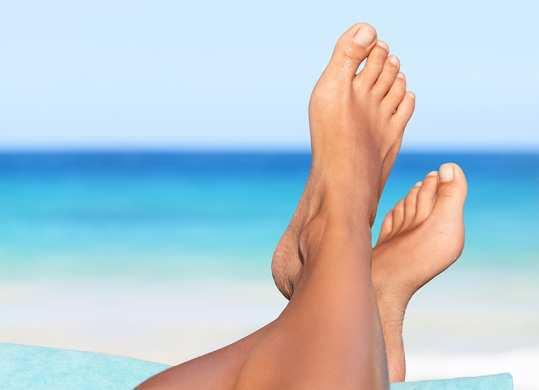 feet-women-in-sunlight