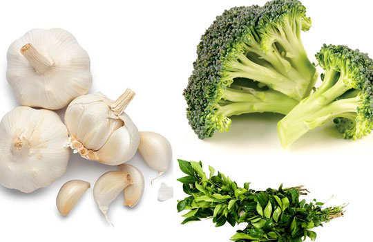 sweaty-palms-hands-home-remedies-garlic-broccoli