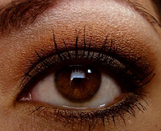 smoky-eye-make-up-tips-lighter-shasow-4