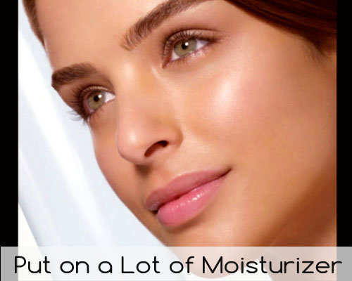 unconventional-makeup-tips-dewy-look-moisturizer-apply