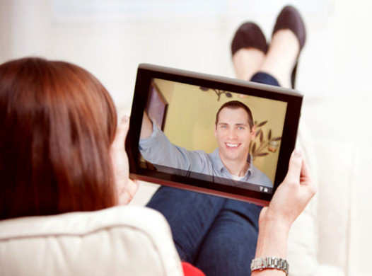 tricks-to-keep-the-charm-of-long-distance-relationship-alive-skype