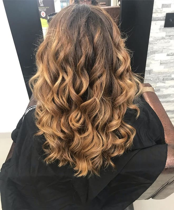 caramel blonde wavy hair