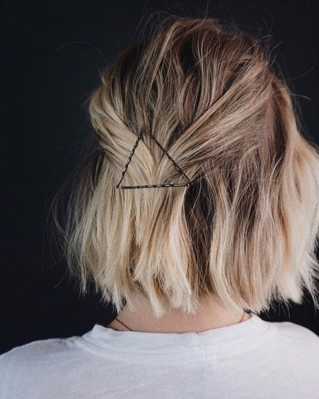 caramel blonde messy bob