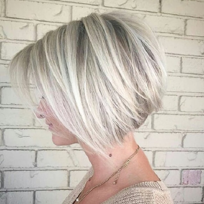 stacked layered bob for blonde hair